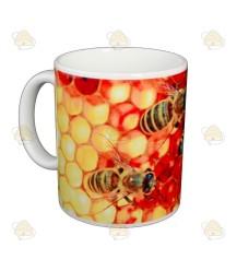 Mok van bijen op honingraat